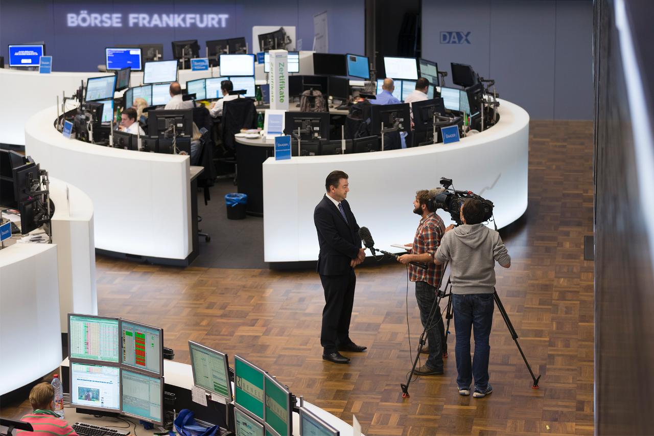 Interview on trading floor (landscape)