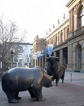Bull and bear in front of FWB